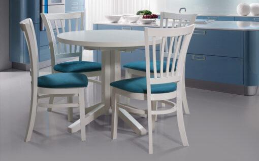 Kvalitetni stolovi i stolice.
